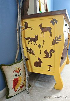 Cutest woodland dresser EVER! Dear Emmeline: Two-Tone Dresser with a twist {Woodland Whimsy Style} Upcycled Furniture, Furniture Making, Painted Furniture, Diy Furniture, Two Tone Dresser, Yellow Dresser, Stencil Dresser, Decoupage, Home And Deco