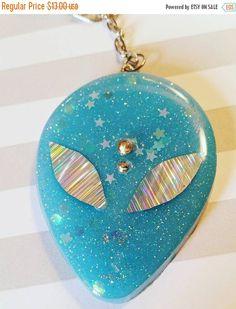 ~ ~ ~ ~ ~ ~ ~ ~ ~ ~ ~ ~ ~ ~ ~ ~ ~ ~ ~ ~ ~ ~ ~ ~ ~ ~ ~ ~ ~ ~ ~ ~ ~ ~ ~ ~ ~ ~ ♤ Bleu extraterrestre trousseau ♤ --Ce porte-clé est réalisé en résine, paillettes et taches diverses (y compris étoiles) rend absolument magnifique en toute lumière ! Il a aussi les yeux holographiques et un détail de front. Le porte-clés est livré sur un crochet mousqueton robuste. Les mesures ♤ ♤ -Alien 2,5 pouces de long 1,75 pouces de large -Fermoir mousqueton et chaine 3 pouces de long ~ ~ ~ ~ ~ ~ ~ ~ ~ ...