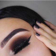 Gorgeous Makeup: Tips and Tricks With Eye Makeup and Eyeshadow – Makeup Design Ideas Smoke Eye Makeup, Glitter Eye Makeup, Blue Eye Makeup, Eyeshadow Makeup, Eyeshadows, Glitter Nails, Makeup Brushes, Glitter Eyebrows, Purple Eyeshadow