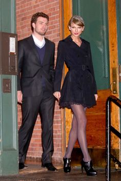 Taylor Swift leaving her apartment with her brother Austin Swift 12/22/14