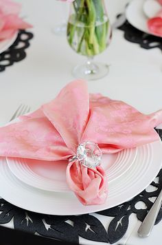 Valentine's Day table decoration ideas  http://nes-jewelry.com/valentines-day-table-decoration-ideas/