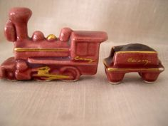 Train   Vintage Arcadia Ceramics Miniature Novelty Salt and Pepper Shakers -- FUN!