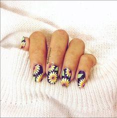 Sunflower nails for summer! - @letishanatalia by polishpioneers