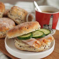 Mahtavan muhkeat herkkusämpylät - Kulinaari-ruokablogi Takana, Salmon Burgers, Foods, Ethnic Recipes, Food Food, Food Items