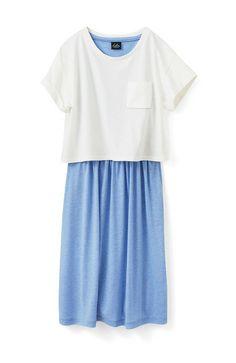 &スロウ カットソーの配色セットワンピースの会  自由に着まわせるセットワンピース それぞれ単独でも多彩な着まわしが楽しめるコーデセット。毎日の定番におすすめのラクな着心地。短め丈のTシャツは、袖の折り返しと胸ポケットがポイント。ワンピースは、女の子らしいたっぷりのギャザーで、こっそり体形カバーも。&スロウらしい新鮮な配色で展開します。  セット内容 / 半袖Tシャツ1枚、ノースリーブワンピース1枚 素材 / Tシャツ:綿100%(天じく) ワンピース:ポリエステル50%・レーヨン50%(天じく) ※洗濯機洗い可 ※裏地なし ※ウエスト総ゴム仕様 ※Tシャツ・ワンピースともにポケット付き