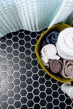 carrelage noir pour revêtement de sol de salle de bain