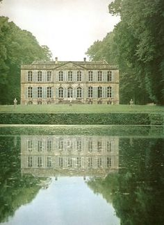 Chateau de mezidon Canon Normandie Such beauty If only. Beautiful Castles, Beautiful Buildings, Beautiful Homes, Beautiful Places, Mansion Homes, Belle France, French Chateau, Oh The Places You'll Go, Countryside