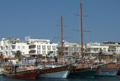 Altinkum boats lined up at the harbour. During the summer, they all leave on daily boat trips around the coastline