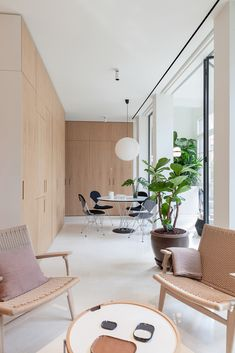 YLAB arquitectos creates sunny interior in barcelona apartment renovation Cabinet D Architecture, Interior Architecture, Interior Design, Modern Contemporary Homes, Contemporary Apartment, Apartment Renovation, Apartment Design, Decoracion Vintage Chic, Barcelona Apartment