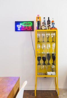 Casinha colorida: Tenha um bar na sua casa.