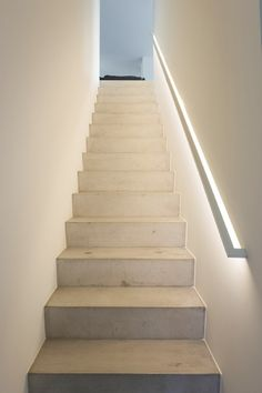 EROE 11 / KAPELLEN / I | LV Architecten Luxury Staircase, Staircase Handrail, Stair Railing, Staircase Lighting Ideas, Stairway Lighting, Redo Stairs, House Stairs, Townhouse Designs, Ceiling Light Design