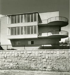 Kozma Lajos, Bp. II. Bimbó út 67. Bérvilla Bauhaus Architecture, Modern Architecture, Bauhaus Style, Art Deco Home, Budapest Hungary, Art Deco Fashion, Amsterdam, Art Nouveau, Building A House