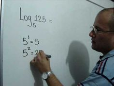 Julio Rios explica cómo calcular un logaritmo.