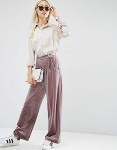 Pin for Later: 54 Façons D'ajouter du Velours Dans Votre Garde Robe Asos Pantalon large et souple en velours - Violet (47€)