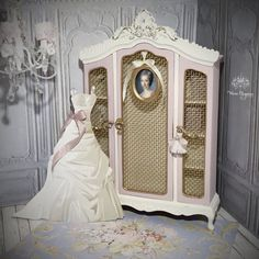 French style grand cabinet with paper gown! Miniature Furniture, Dollhouse Furniture, Dolls House Shop, Doll Houses, French Style Sofa, Chinoiserie Fabric, White Hangers, Trumeau Mirror, Vitrine Miniature
