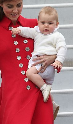 Prince William, Kate Middleton and Prince George arrive in New Zealand for tour - hellomagazine.com