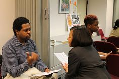 Banco Popular employee in New York  gives career advice to a potential Ally