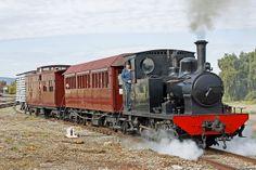 Narrow Gauge locomotive 'Peronne' operating shuttles within the NRM's yard