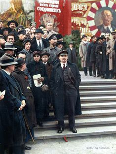 Lenin at the Parade of Vsevobuch Troops on the Red Square on 25 May 1919 Soviet Art, Soviet Union, Russian Revolution 1917, Celebridades Fashion, Vladimir Lenin, Tsar Nicholas Ii, Military Pictures, Iconic Photos, Red Army