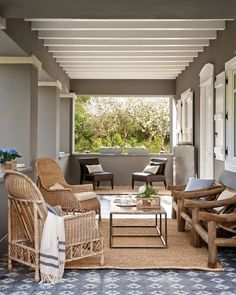 A beautiful house in the Spanish Basque Country Wood Pergola, Deck With Pergola, Diy Pergola, Pergola Kits, Pergola Ideas, Porch Ideas, Porch And Terrace, Patio Roof, Outdoor Spaces