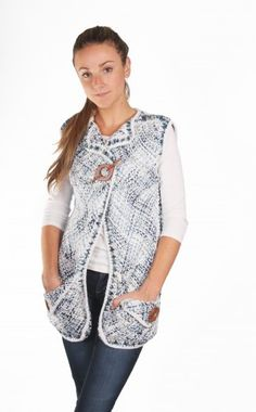 Chaleco sin mangas Telar | Modista Loom Weaving, Hand Weaving, Fur Vest Outfits, Crochet Projects, Denim, Knitting, Womens Fashion, Sweaters, Jackets