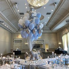 Look at this classy and elegant party setup! La imagen puede contener: tabla e interior That Silver Metallic . Boy Baby Shower Themes, Baby Shower Balloons, Baby Shower Gender Reveal, Baby Shower Parties, Baby Boy Shower, Babyshower Themes For Boys, Baby Shower Elegante, Elegant Baby Shower, Wedding Scene
