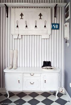 Jak dobraćstrong kolory ścian w przedpokoju? Które kolory ścian są modne i na czasie? Podpowiemy, jak stworzyć oryginalny i przestronny przedpokój, który będzie współgrał z wnętrzem całego domu. Kolory w przedpokoju: poradnik.