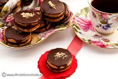 RETETE DE FURSECURI   Diva in bucatarie Romanian Food, Romanian Recipes, Eat Dessert First, Something Sweet, Chocolate Cookies, Biscuit, Recipies, Cheesecake, Sweets