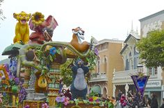 The awesome parade of Disney characters at Hong Kong #Disneyland