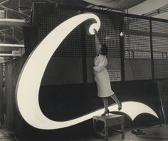 elunami: The making of a Coca-Cola neon sign for Piccadilly...
