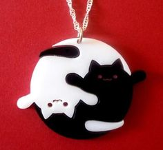 The ying/yang of cats polymer clay necklace. Fimo Clay, Polymer Clay Charms, Polymer Clay Creations, Polymer Clay Jewelry, Clay Cats, Biscuit, Cat Jewelry, Jewellery, Clay Animals