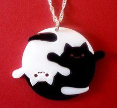 colgante gatos blanco y negro