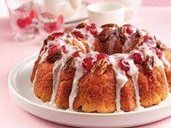 Cherry-Pecan Ring Need a coffee cake with a little extra? Indulge family and friends with a sweet breakfast or brunch treat. Pecan Ring Recipe, Betty Crocker, Cake Recipes, Dessert Recipes, Keto Desserts, Brunch Recipes, Spiced Pear, Sweet Breakfast, Breakfast Ideas