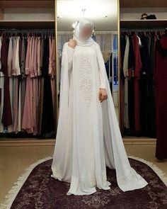 Наш новый кейп с нижним платьем для невест. 🌷🌷🌷20000р Wedding Abaya, Muslimah Wedding Dress, Nikkah Dress, Muslim Wedding Dresses, Dream Wedding Dresses, Hijab Dress Party, Fantasy Gowns, Abaya Fashion, Modest Dresses