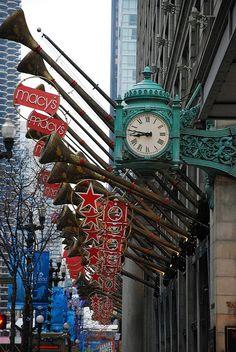 Chicago, USA!      Visite nosso portal que está conectando sonhos no Natal ! www.CartinhaaoPapaiNoel.com.br    Christmas in Macy's Chicago