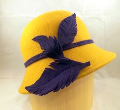 New PiecesBY AMANDA G. JOYNER#millinery #judithm #hats Great contrasting felt trim on this cloche.