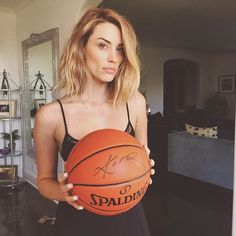 I honestly can't handle this birthday present just gave me! A KOBE signed basketball! Tryin to look like a bad ass. Arielle Vandenberg, Faux Bob, Rhinoplasty, Just Giving, Kobe, Hair Goals, Pretty Woman, New Hair, Hair And Nails