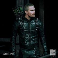 Arrow Cw, Arrow Oliver, Arrow Costume, Dc Comics, Arrow Tv Series, Vigilante, Stephen Amell Arrow, Oliver And Felicity, Twitter Layouts