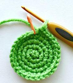 Háčkování: Háčkovaná čepice základní návod pro začátečníky Free Crochet, Free Pattern, Diy And Crafts, Crochet Necklace, Crochet Patterns, Cross Stitch, Crocheting, Amigurumi, Beautiful Patterns
