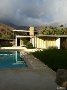 The Kaufmann Desert House designed by architect Richard Neutra in 1946 is arguably the most famous mid-century modern home in Palm Springs.