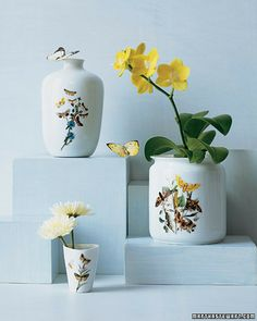 For a simple hostess gift, offer a plant or a bouquet in a customized vase or pot. Paper Crafts, Diy Crafts, Gifts For Photographers, Fun Crafts For Kids, Simple Gifts, Spring Crafts, Craft Gifts, Paper Flowers, Handmade Gifts