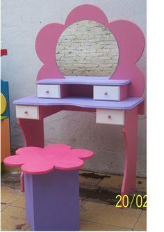 TOCADOR CON RESPALDO DE FLOR!!!!!! MI face: carolina lopez muebles infantiles