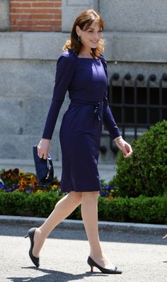 All Nave Outfit - Carla Bruni-Sarkozy  Could try combining it with neon yellow accessories, instead?