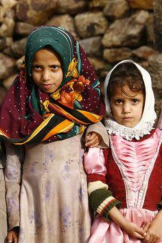 Two veiled young girls - Shaharah - Yemen