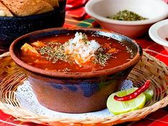 Mmm un rico Menudo Mexican Dishes, Mexican Food Recipes, Beef Recipes, Cooking Recipes, Menudo Recipe Authentic, Great Recipes, Favorite Recipes, Yummy Recipes, Traditional Mexican Food