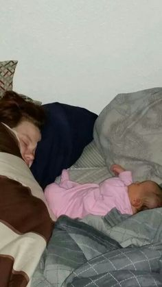 Awww mommy and Nelle Belly, taking a nap!