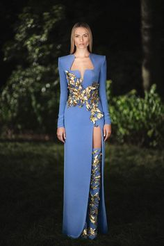 Atelier Versace Haute Couture Herbst-Winter Couture 2019 Source by lorahrochmodetrends couture gowns Haute Couture Paris, Style Haute Couture, Haute Couture Dresses, Elie Saab Couture, Atelier Versace, Beautiful Dresses, Nice Dresses, Natasha Poly, Runway Fashion