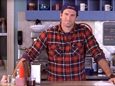 This 'Gilmore Girls' Revival Photo Confirms It: Luke Danes Has Not Changed At All — PHOTO