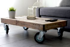 Pallet Coffee Table on Wheels - Coffee Table - Ideas of Coff.- Pallet Coffee Table on Wheels – Coffee Table – Ideas of Coffee Table Pallet Coffee Table on Wheels – Coffee Table – Ideas of Coffee Table – Wooden Pallet Coffee Table on Wheels - Wooden Pallet Coffee Table, Folding Coffee Table, Coffee Table With Casters, Wooden Pallet Crafts, Coffee Table Furniture, Wooden Pallet Furniture, Diy Coffee Table, Diy Pallet Projects, Diy Table