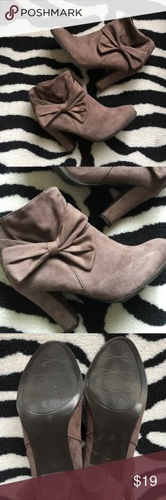 """🎀IMPO """"Oblique"""" Bootie with Bow🎀 IMPO """"Oblique"""" Heeled Bootie with Bow detail. Size 7.5 In excellent preloved condition with minimal signs of wear to sole. Suede-like material. Heel height approx 3 1/2"""". impo Shoes Ankle Boots & Booties"""